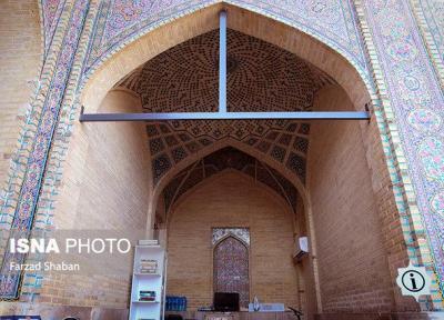 خطی بر چهره مسجد صورتی