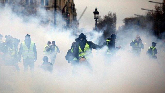 سرکوب گری های دولت فرانسه نقض آشکار حقوق بشر است