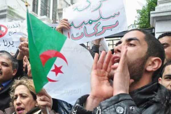 تظاهرات هزاران دانشجو در الجزایر ضد رئیس جمهور موقت