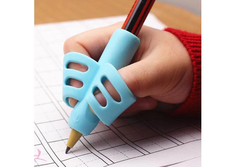 این ابزار یادگیری نوشتاری به کودک شما آموزش می دهد چگونه مداد را درست نگه دارد