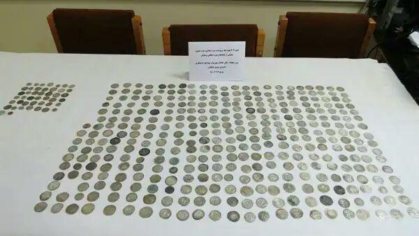 کشف 8 قطعه سکه ساسانی در شهرستان بم
