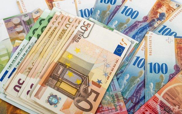 قیمت یورو کاهش و پوند افزایش یافت، دلار همچنان 4200 تومان