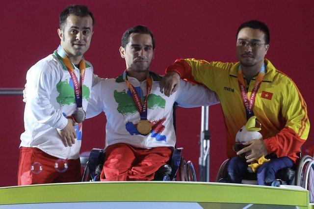 طلا و نقره دسته 59 کیلوگرم وزنه برداری به ایران رسید، نقره جوانمردی در پرتاب وزنه
