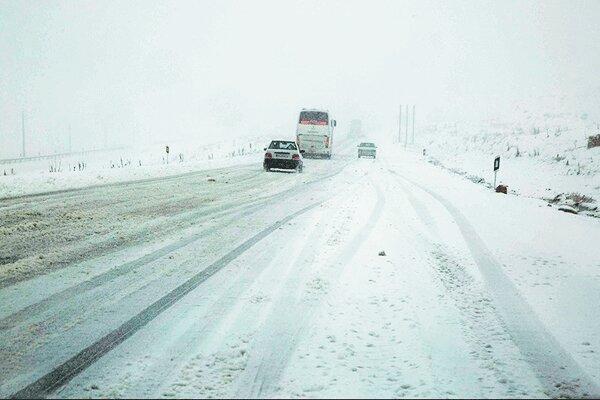 گزارش شرایط راه ها در 27 آذر ، تداوم بارش برف و باران در جاده های 7 استان کشور