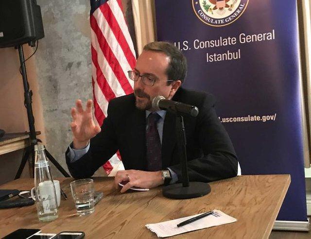 سفیر آمریکا افغانستان را ترک کرد