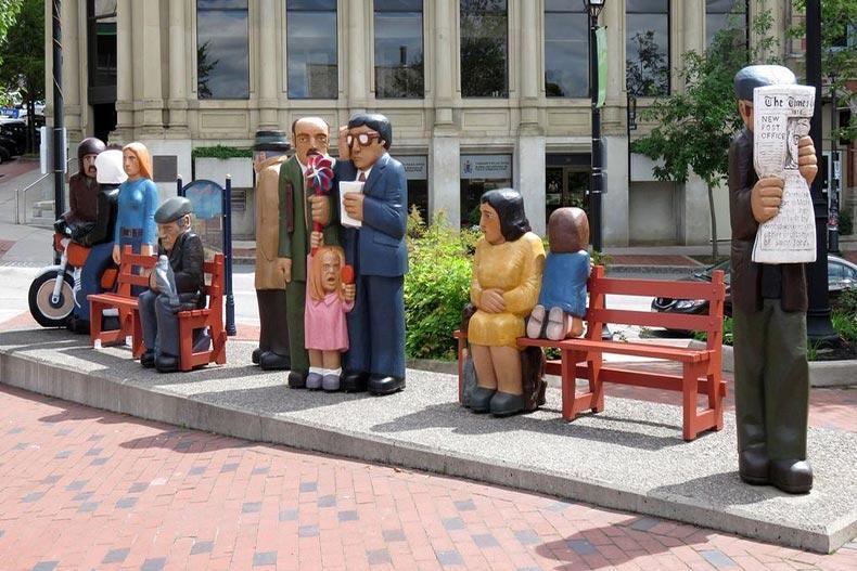 مجسمه های چوبی عجیب اثر جان هوپر