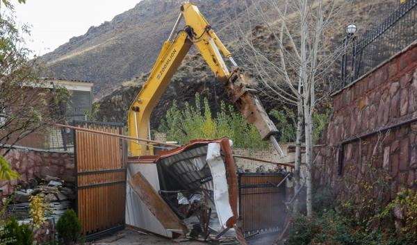 دادستان فیروزکوه: ویلای میلیاردی مسئول سابق و یک مسئول فعلی تخریب شد