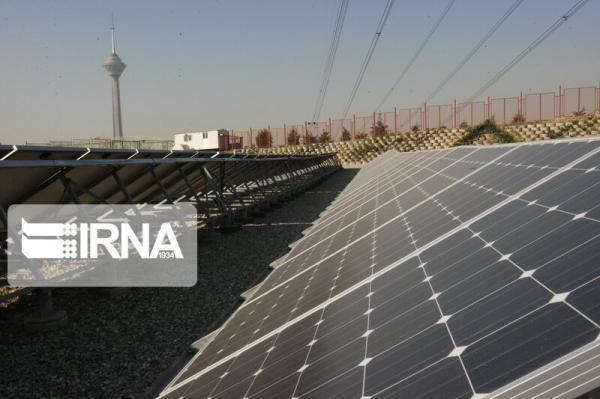 خبرنگاران تامین برق عشایر با استفاده از مولدهای کوچک خورشیدی