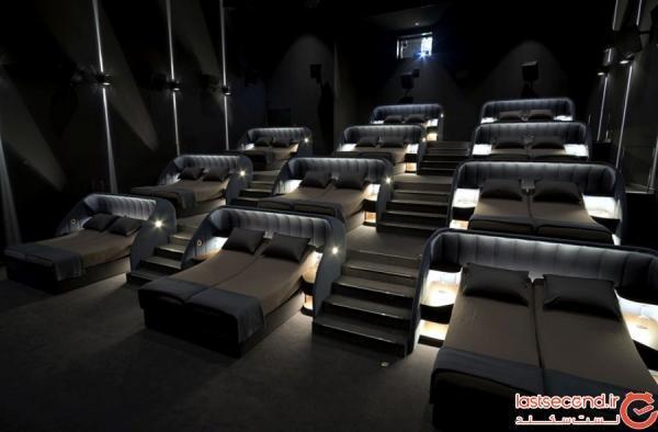 سالن سینمای عجیبی که بیشتر شبیه به اتاق خواب است!